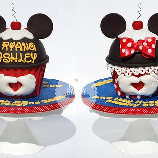 Mickey Loves Minnie