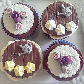 rose and daisy summer cupcakes