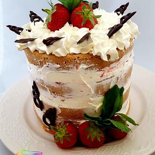 Naked Cake with strawberries
