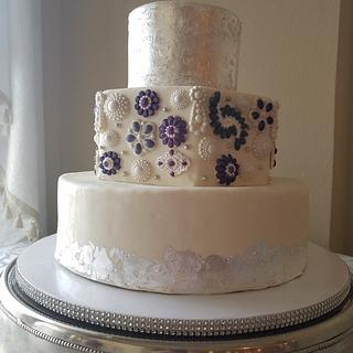 Brooches and Bling wedding cake