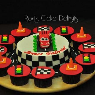 McQueen cakes and cupcakes - Cake by Rovi