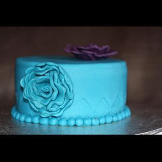 The blue velvet rosette - Cake by Edelcita Griffin (The Pretty Nifty)
