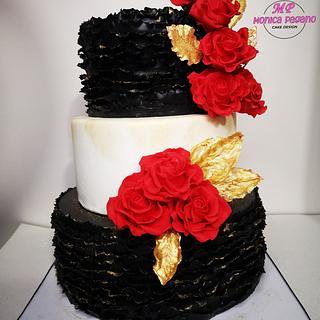 Torta ruffle e rose rosse