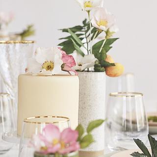 Mini summer cake and sugarflower decorations - Cake by Eszter Kanyári