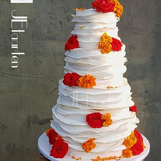 Weddingcake with ruffles