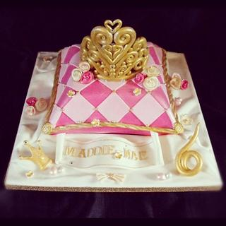 Tiara and cushion cake