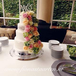 Weddingcake with fresh flowers
