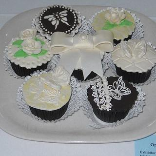 Bow cupcakes