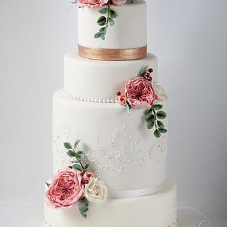 Extravagant wedding cake