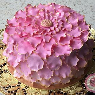 Scalloped Petal ruffle cake