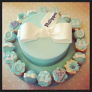 Tiffany Cake and Mini cupcakes - Cake by LREAN
