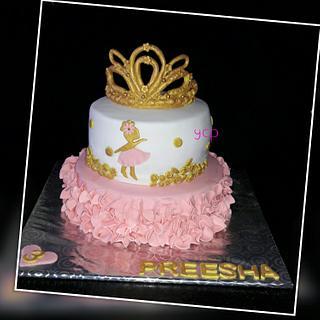 Girlie cake  - Cake by yummiezcakespoint