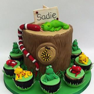 Reptile themed cake and cupcakes