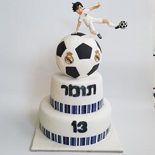 Football player gravity cake