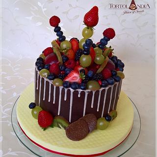 Drip cake & Fresh fruits