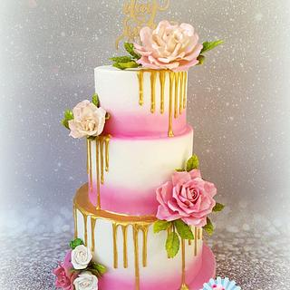 Weddingcake drip gold with sugarflowers