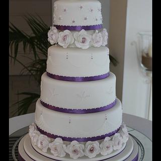 White and lavender rose wedding cake