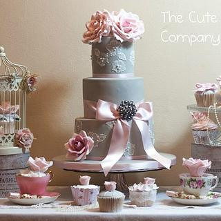 Dove grey and pink cake table