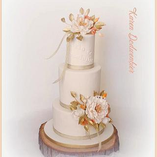Surprise wedding cake  - Cake by Karen Dodenbier
