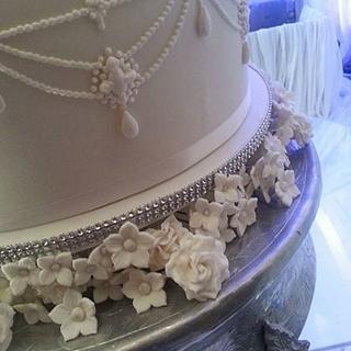 white wonder - Cake by sasha