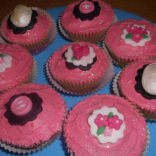 Cameo & Buttons Cupcakes