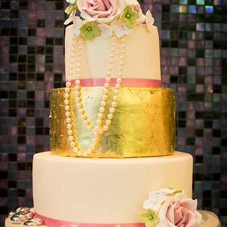 roses and gold leaf wedding cake
