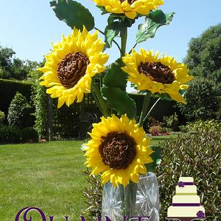 WIRED SUGAR SUNFLOWERS by Janet Henderson @ Quaint Cakes