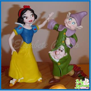 Snow White dancing with the Dwarfs