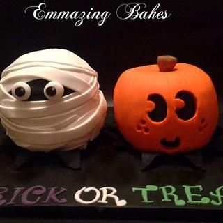 Pumpkin and Mummy cakes for Halloween