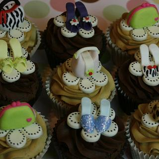 Little Cuppies! - Cake by SueC