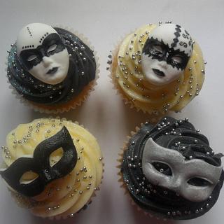 harlequin black/white cupcakes - Cake by elizabeth