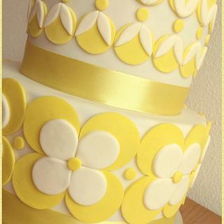 white and yellow flower cake