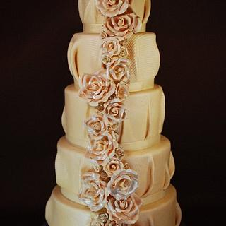 Burlap and Roses Wedding Cake