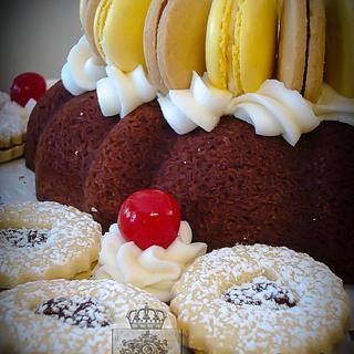 Sweet Crown - Cake by Regina Coeli Baker