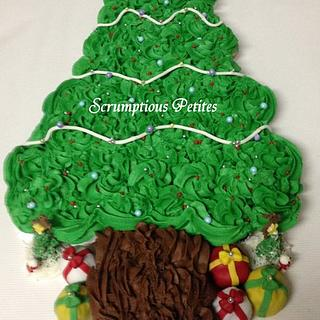 Christmas Tree Pull-Apart Cupcake Cake - Cake by ScrumptiousPetites