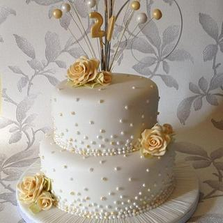 Pearls and roses cake