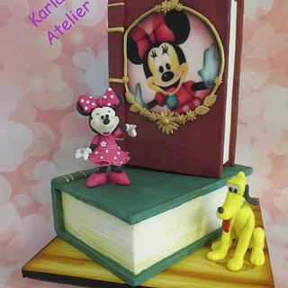 Minnie Mouse present her new book