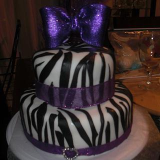 Diva cake zebra stripes
