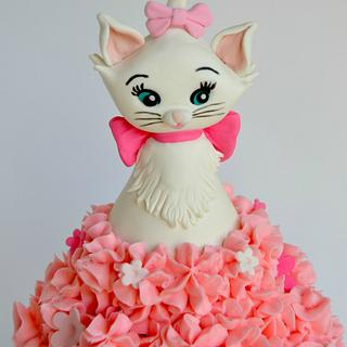 Marie, the Aristocat, Giant Cupcake