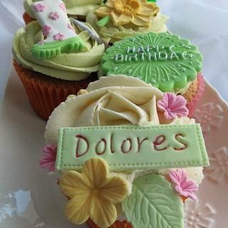 Gardening cupcakes for Dolores