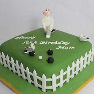 Crown Green bowling cake with seagulls