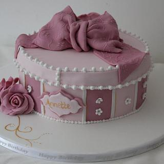 Vintage hatbox cake with molded sugar roses