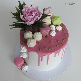 Drip cake with peony