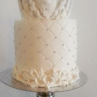 White cake with ä crown