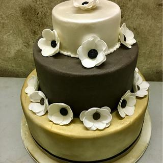 Wedding cake with anemoni