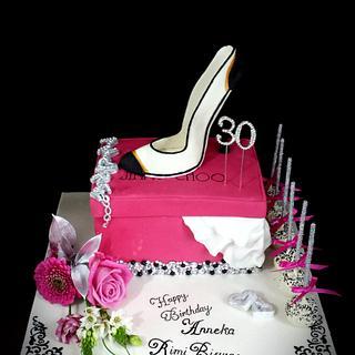Jimmy Choo stiletto, Sparkle shoe box cake