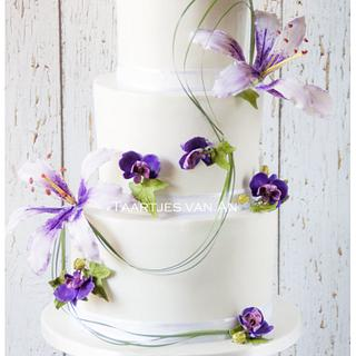 Weddingcake with sugarflowers