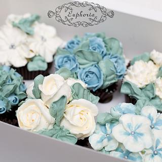 Cupcakes with flowers
