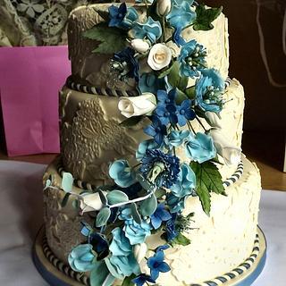 Ivory lace with blue hydrangea, sweet pea, and eucalyptus sugar flowers wedding cake :) x