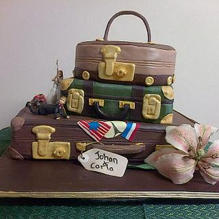 Travelers vintage wedding cake